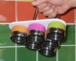 Pots à épices aimantés sur leur présentoir